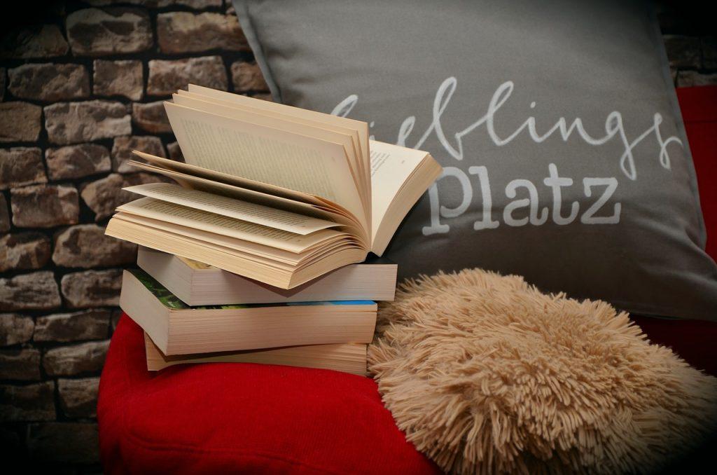 books-1416902_1280