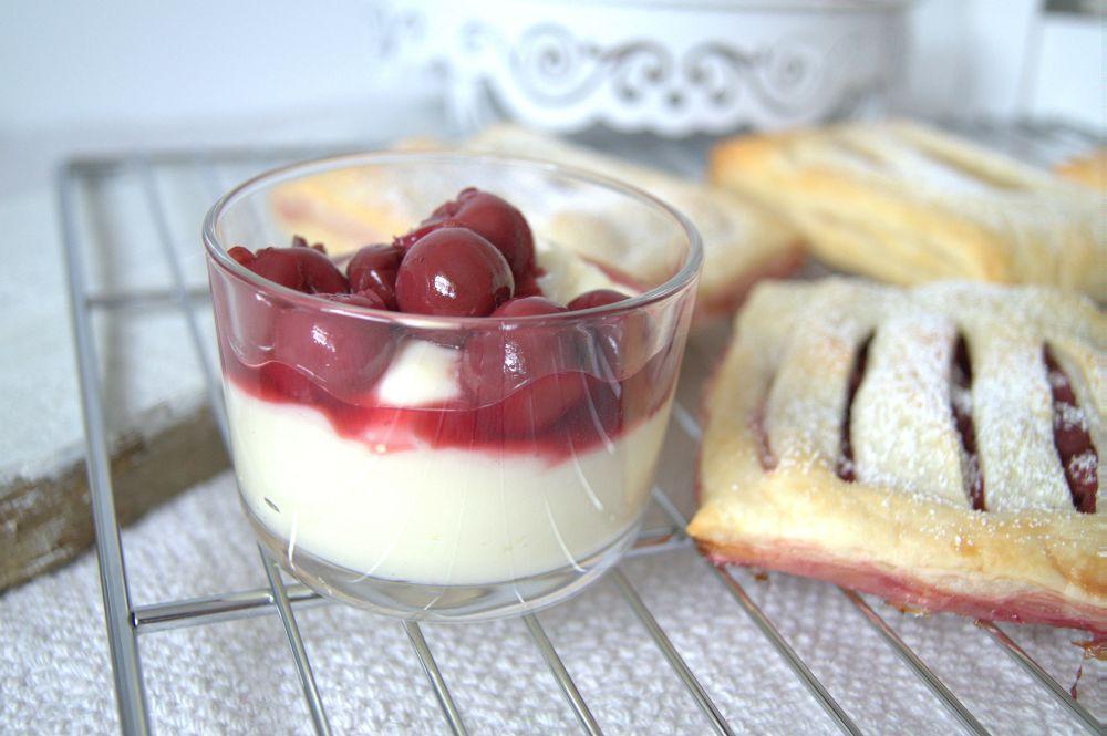 Kirschtasche mit Vanillepudding und Apfeltasche